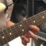 白いギターとその曲は?